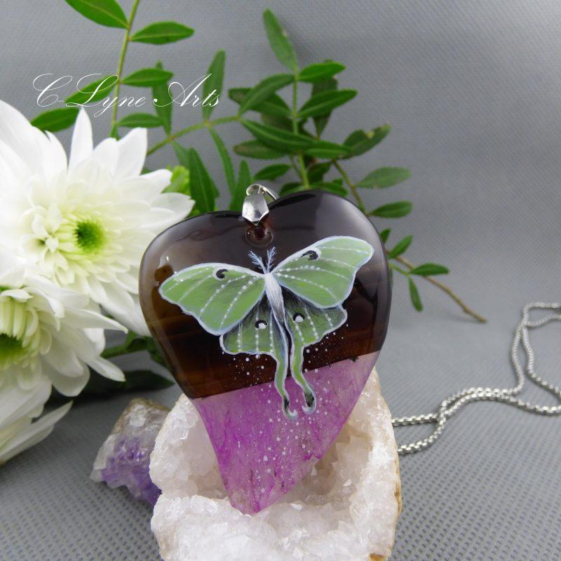 pendentif en pierre naturelle d'agate avec papillon lune peint à la main