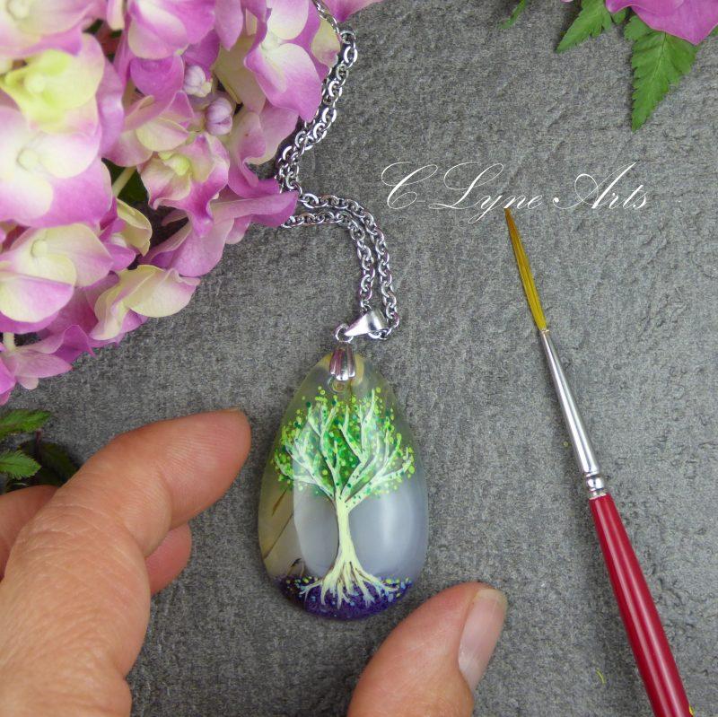 pendentif arbre de vie peint à la main sur pierre naturelle d'agate