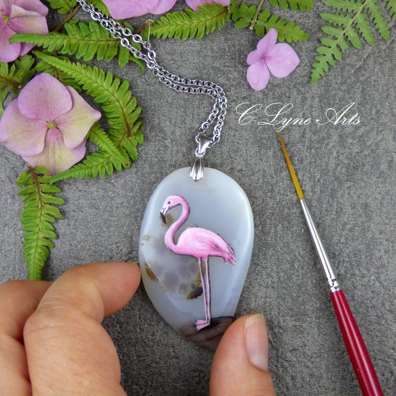 PENDENTIF en agate dentritique avec flamant rose peint à la main