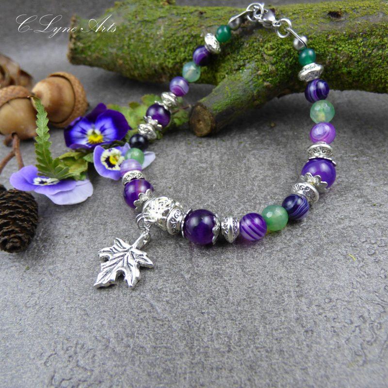 bracelet en pierre d'agate violettes et verte, breloque feuille