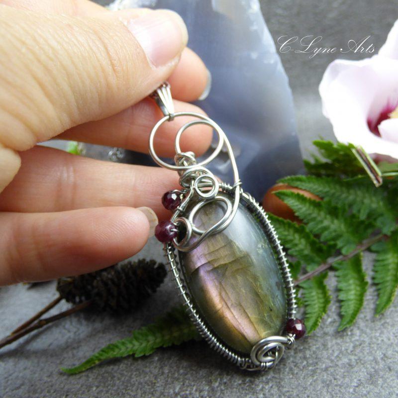 pendentif wire wrapping elfique labradorite arc-en-ciel