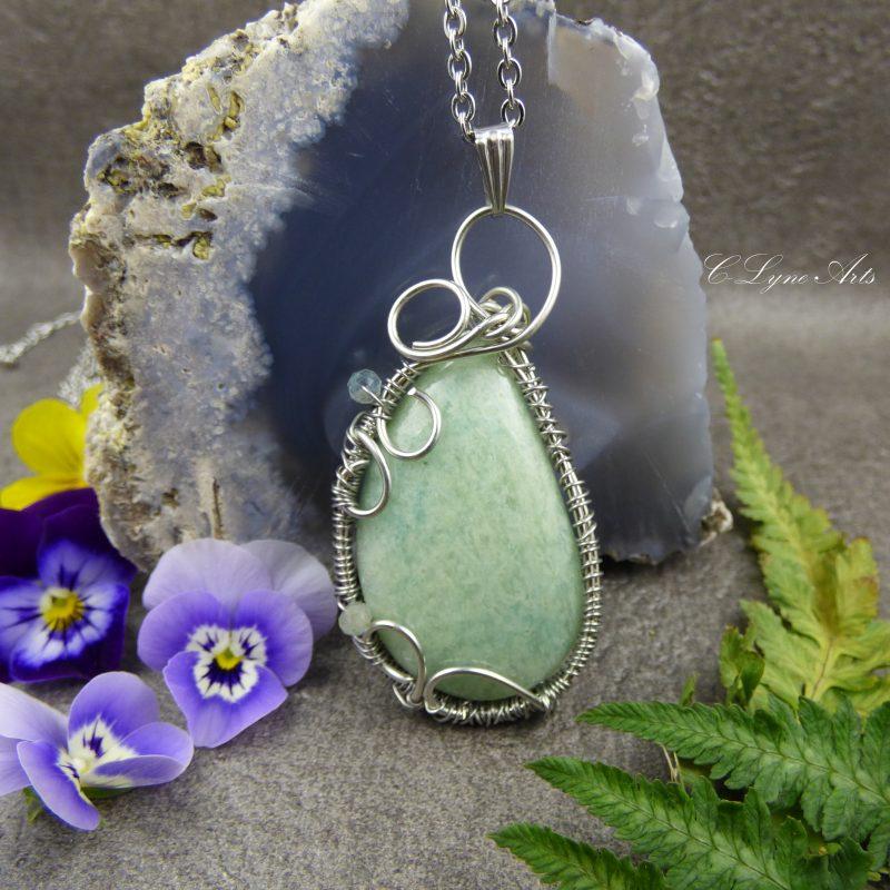 pendentif elfique wire wrapping en pierre d'amazonite