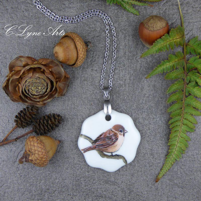 pendentif vintage en porcelaine avec un oiseau peint à la main, bijou pièce unique de créateur