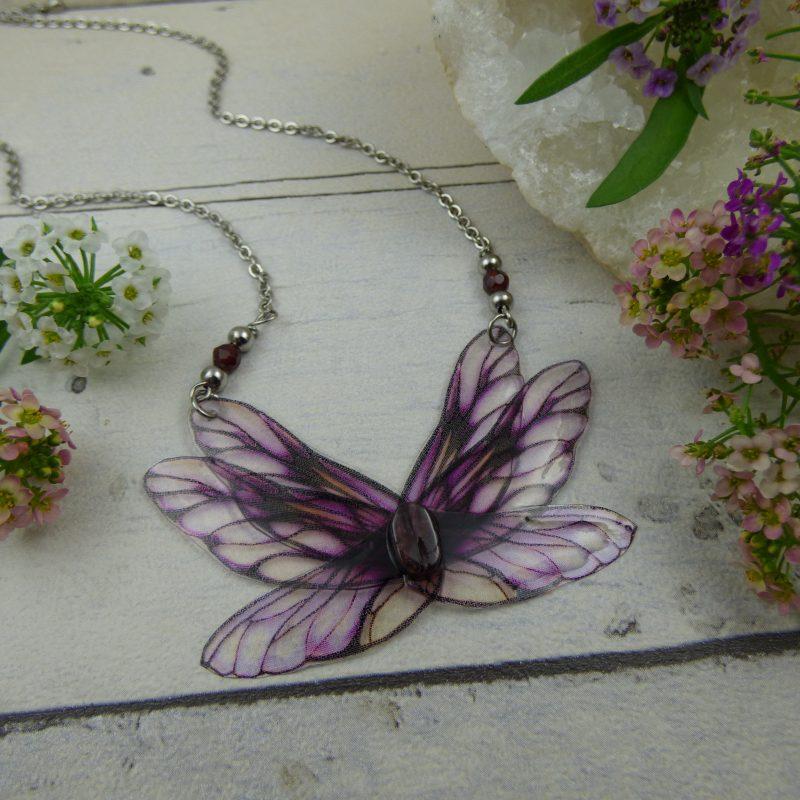 pendentif aux ailes de fée, papillon, bijou délicat et poétique