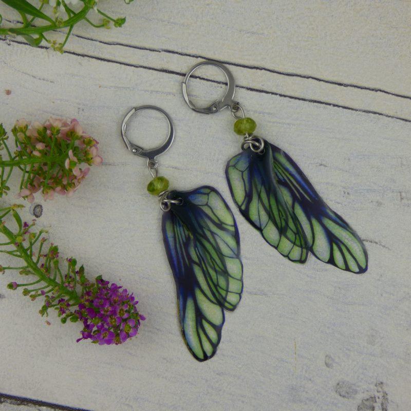 bijou féerique aux ailes de fées, perles naturelles de péridot