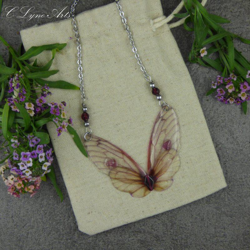 Pendentif aux ailes de papillon et ailes de fée, bijou elfique et poétique