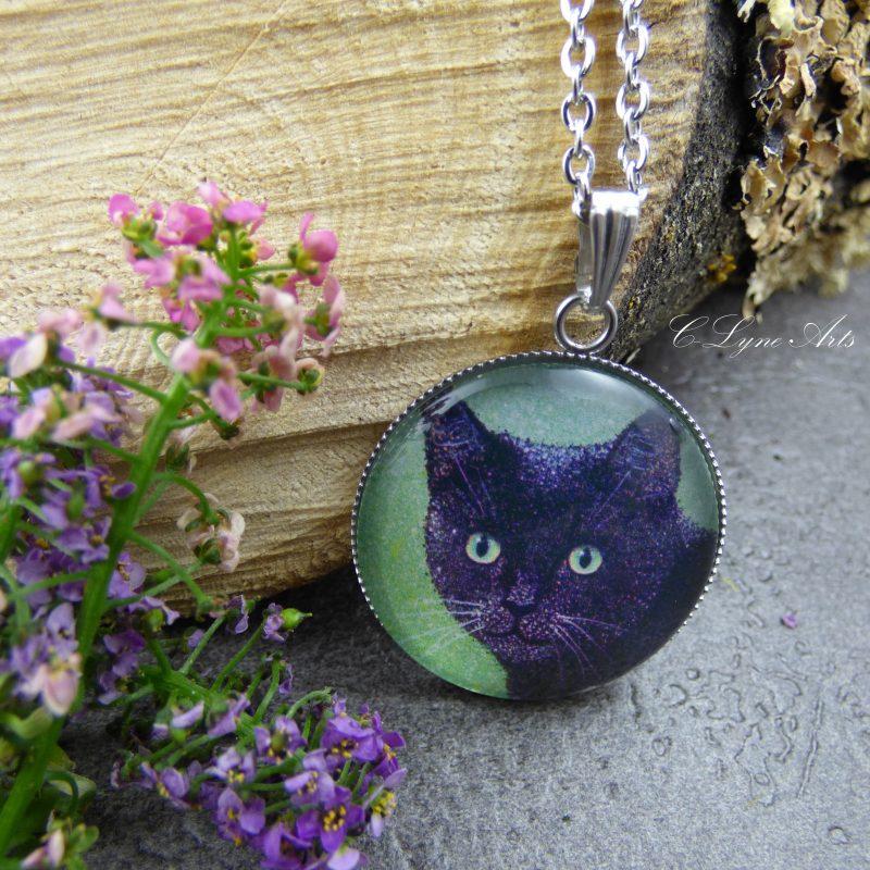 Pendentif illustré par la photo d'une peinture d'un chat noir