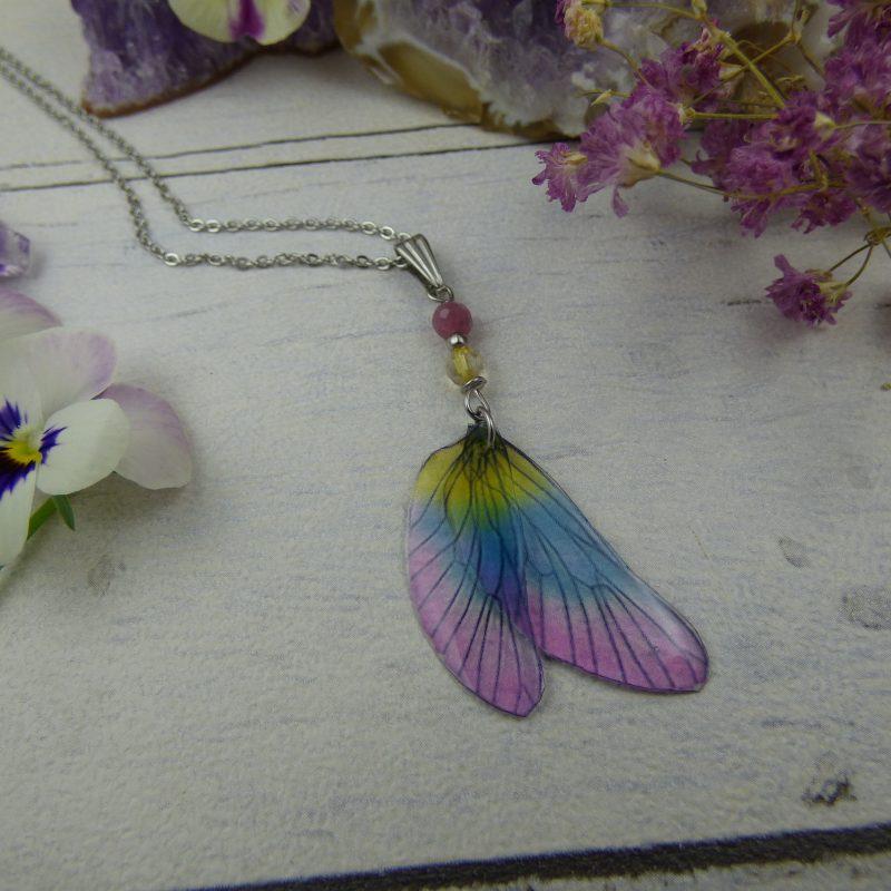 Pendentif artisanal aux ailes de fées, perles de tourmaline et citrine