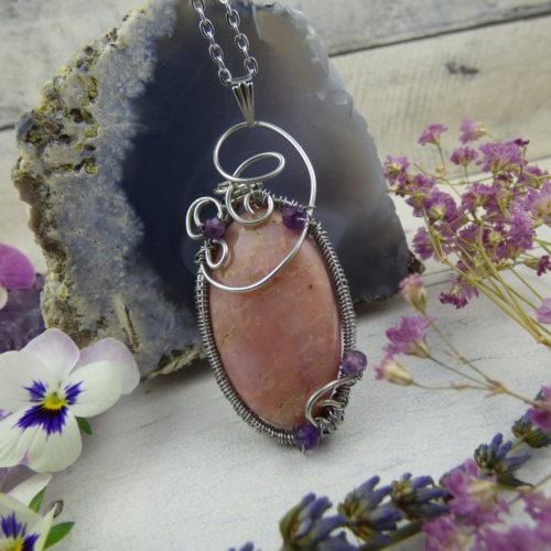 wire wrapping, esprit médiéval elfique, opale rose sertie dans des fils de cuivre argenté