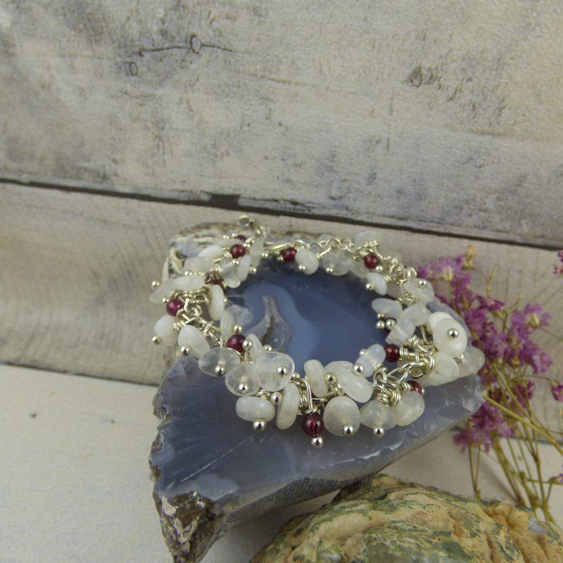 Bracelet artisanal élégant en grappe de pierres naturelles
