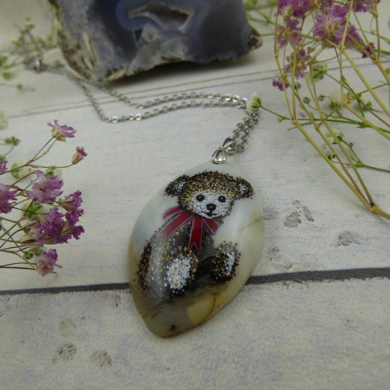 collier en pierre d'agate avec un nounours peint à la main