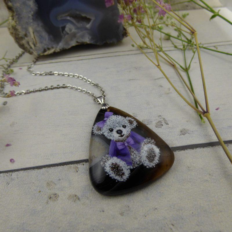 pendentif avec une noursette peinte à la main sur une pierre d'agate noire , Praline