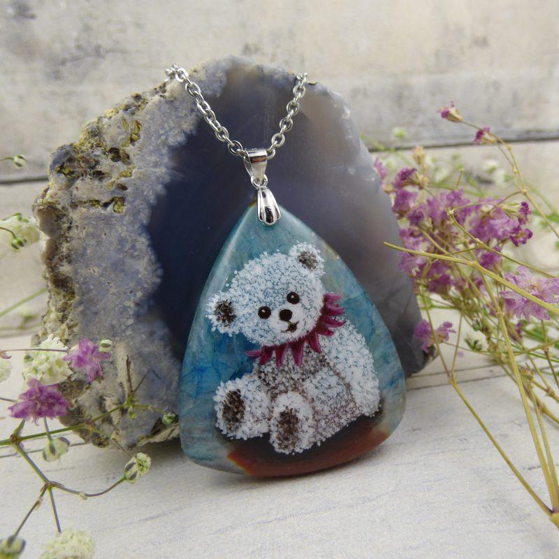 pendentif en pièce unique avec ourson peint sur une pierre d'agate