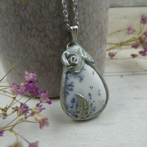 PENDENTIF en fimo, argile polymère avec pierre d'opale dentritique