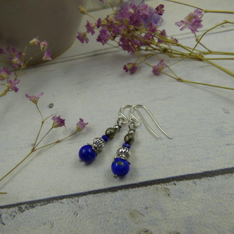Boucles d'oreilles artisanales en perles de lapis lazuli et pyrite