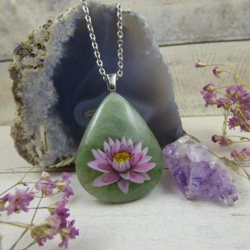 Pendentif en pierre d'aventurine avec Fleur de lotus peinte à la main