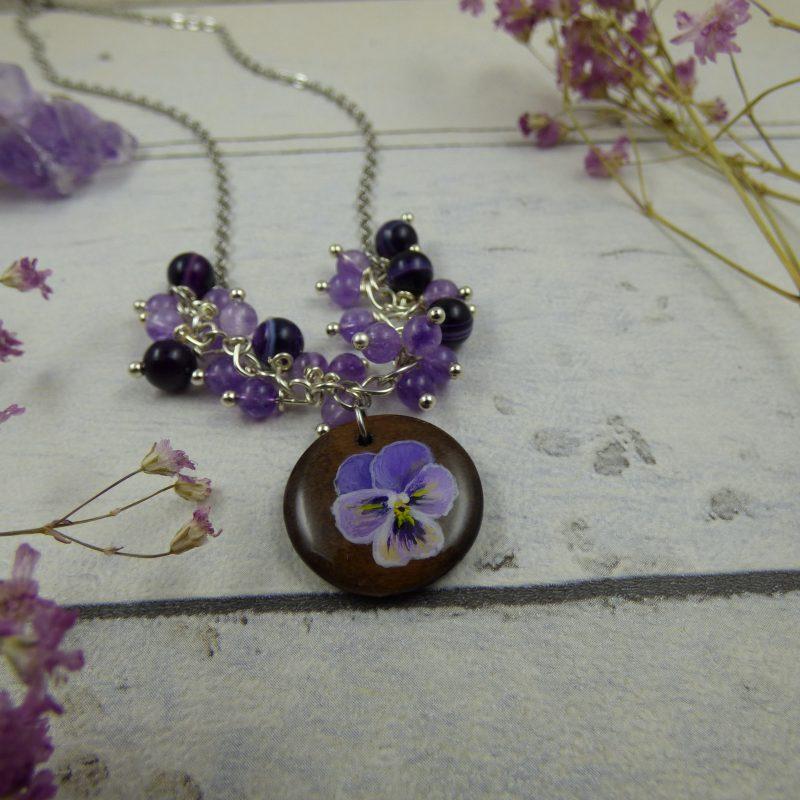 médaillon en bois avec fleur de pensée sauvage peinte à la main, pendentif unique