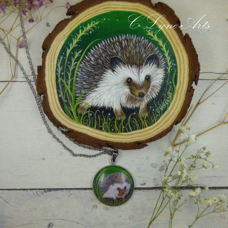 pendentif illustré par une peinture de hérisson par C-Lyne Arts
