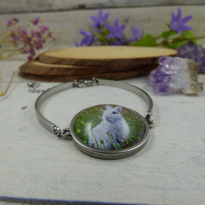 """bracelet lapin, illustré par la photo du tableau """"L'éveil du printemps"""" par l'artiste peintre Céline Vincent"""