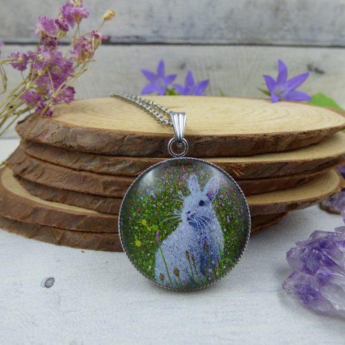 """pendentif lapin, illustré par la photo du tableau """"L'éveil du printemps"""" par l'artiste peintre Céline Vincent"""