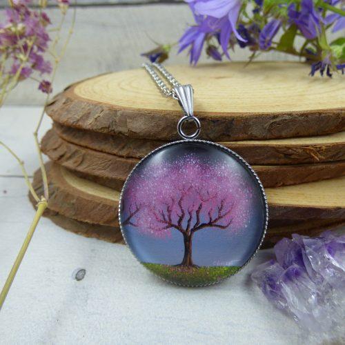 """pendentif avec arbre de vie, illustré par la photo du tableau """"Cerisiers scintillants"""" par l'artiste peintre Céline Vincent"""