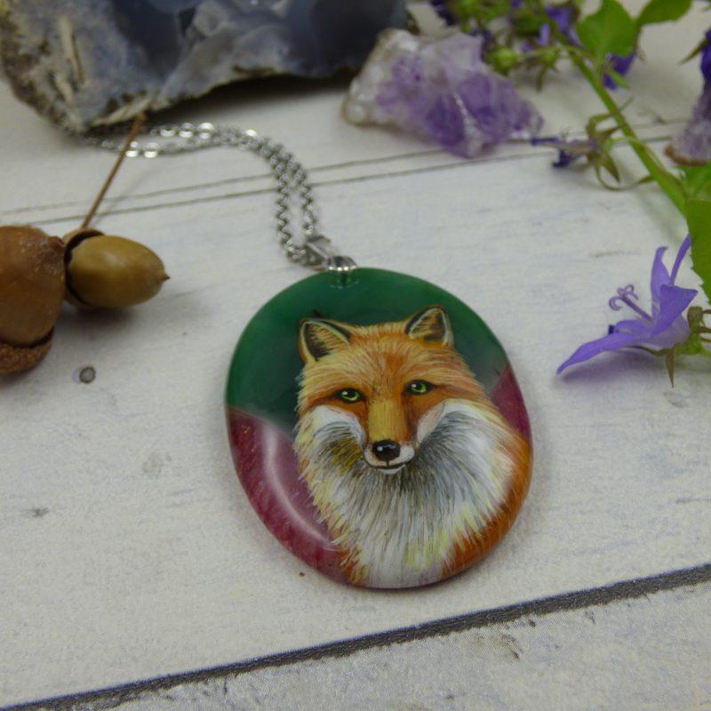 Pendentif avec renard peint à la main sur une pierre d'agate