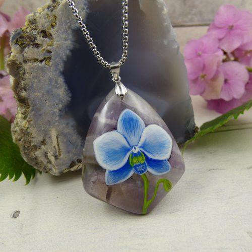 orchidee peinte sur pendentif amethyste