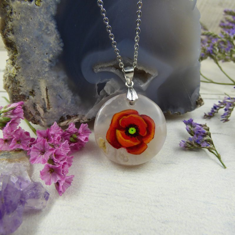medaillon coquelicot peint à la main sur une pierre
