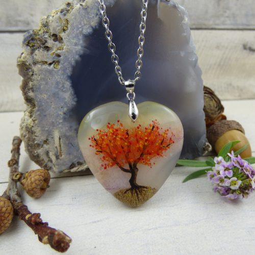 arbre de vie peint sur une pierre d'agate