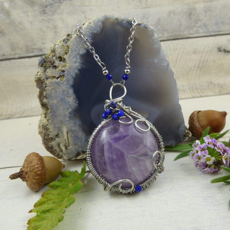 pierre d'amethyste sertie en pendentif