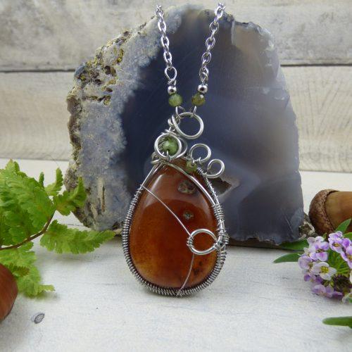 pierre de cornaline sertie en pendentif