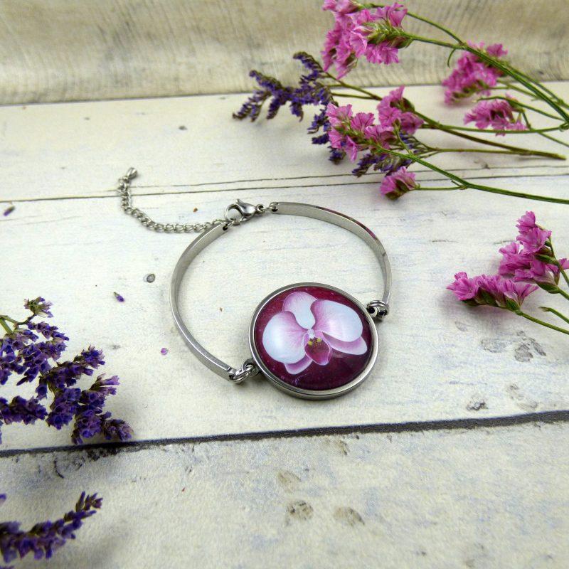 bracelet médaillon avec fleur d'orchidee rose