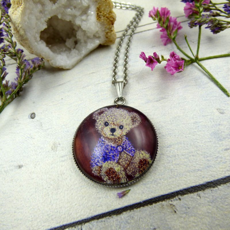 medaillon avec la photo d'un nounours