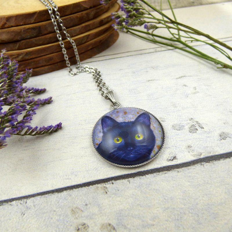 médaillon avec tête de chat noir