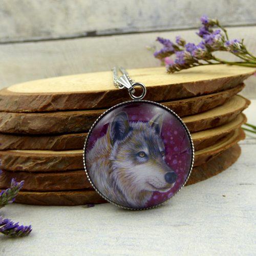 pendentif illustré par la photo d'une louve