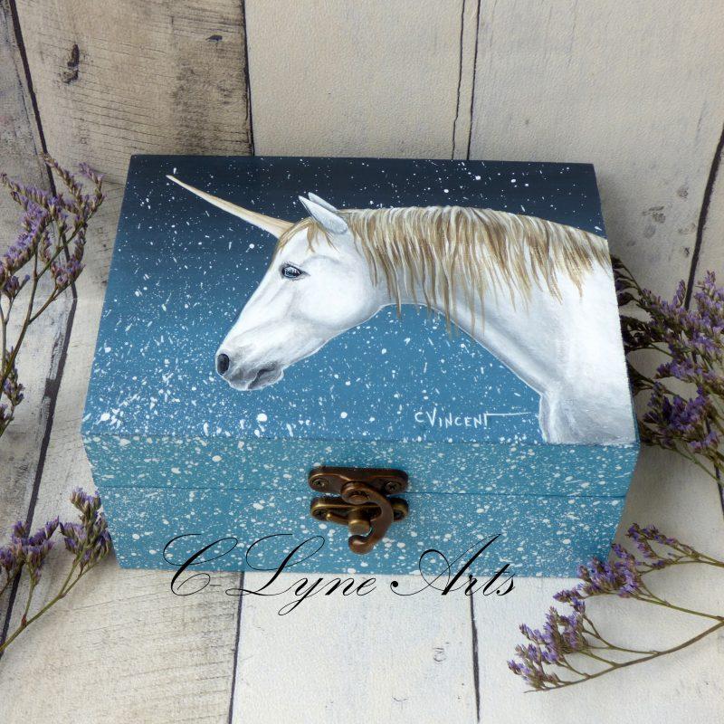 coffret à bijoux en bois avec licorne peinte à la main