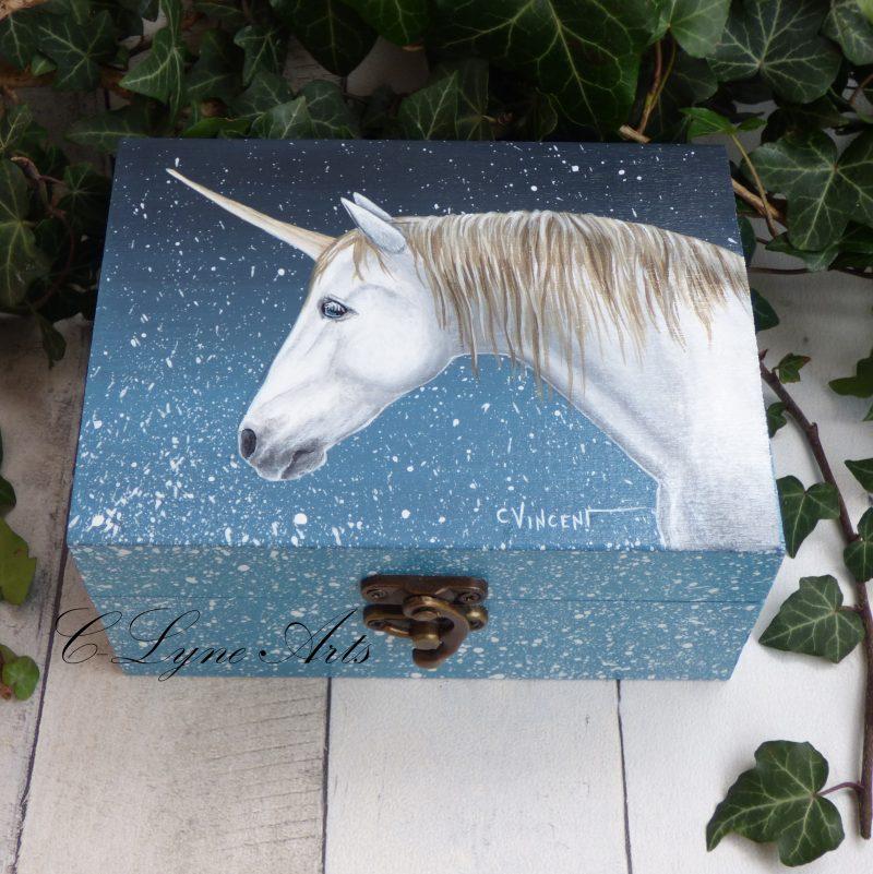 coffret à bijoux en bois peint avec licorne