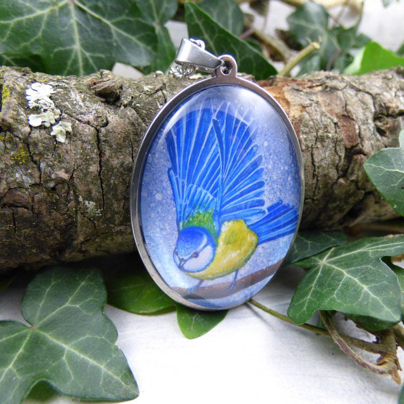 bijou avec la photo d'une mesange bleue