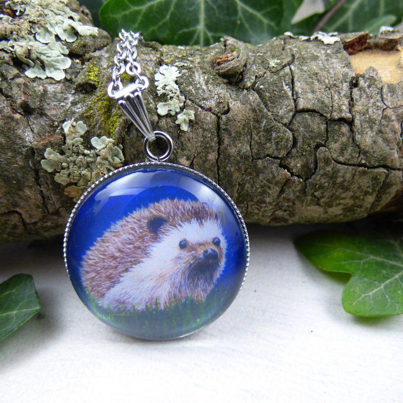 médaillon avec la photo d'un hérisson