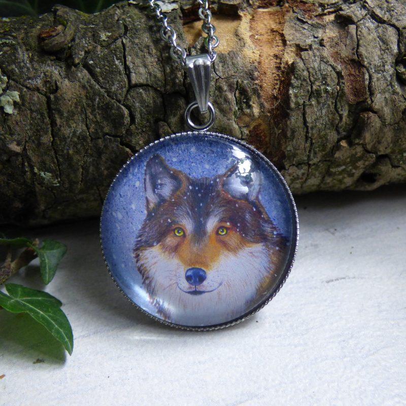 pendentif illustré par la photo d'un loup