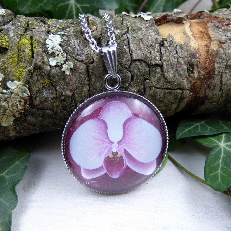 bijou avec la photo d'une orchidee rose