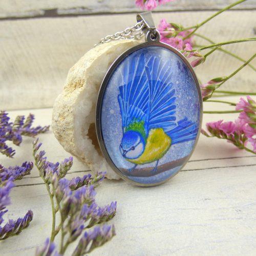 médaillon avec la photo d'une mesange bleue