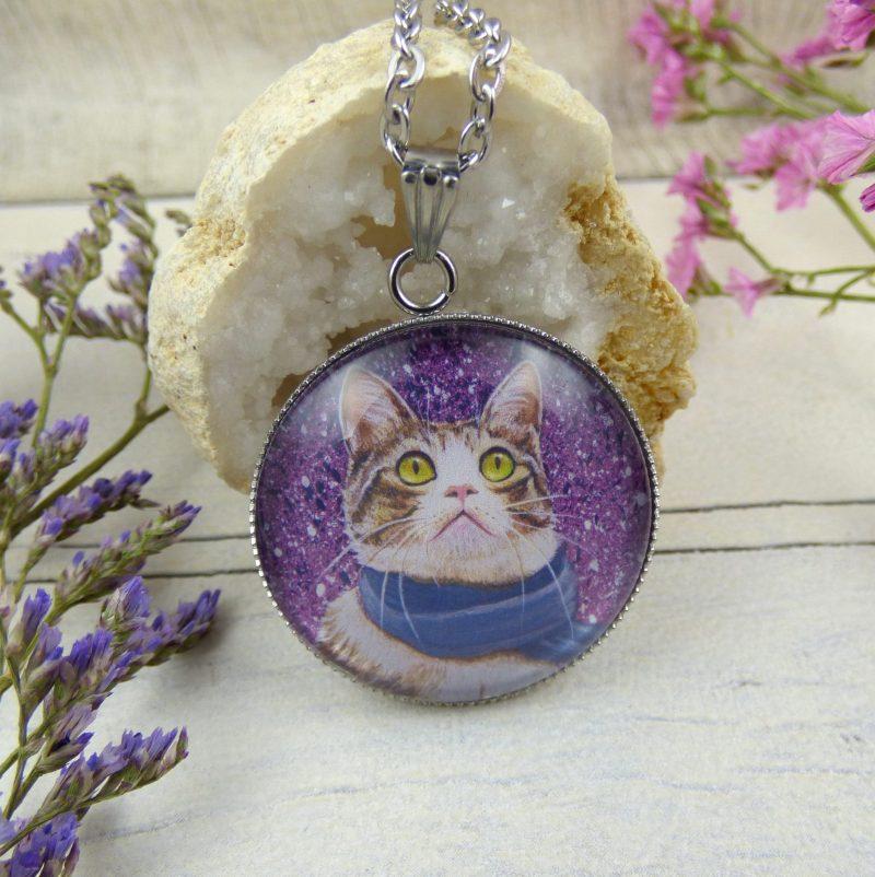 bijoux avec un chat avec une écharpe
