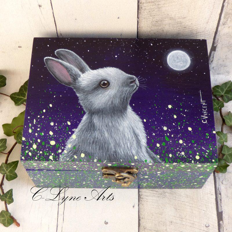 coffret à bijoux en bois avec lapin peint à la main