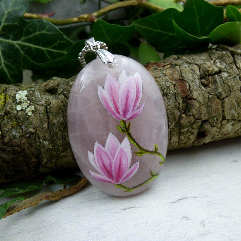 quartz rose avec fleurs de magniolias peintes à la main