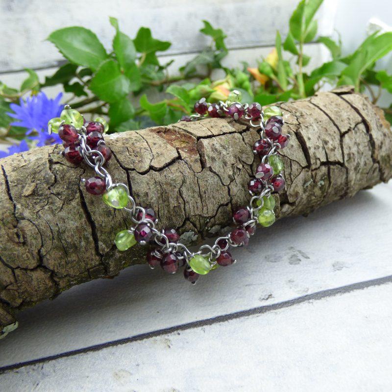bracelet fait main en pierres naturelles de grenat et peridot