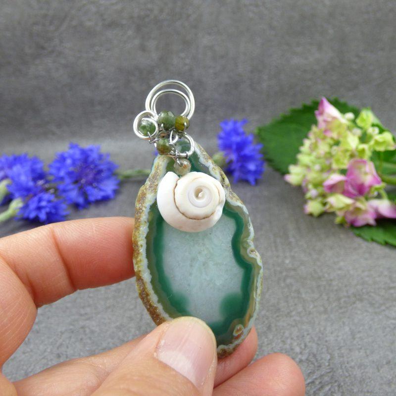 pendentif en pierre d'agate silice et coquillage