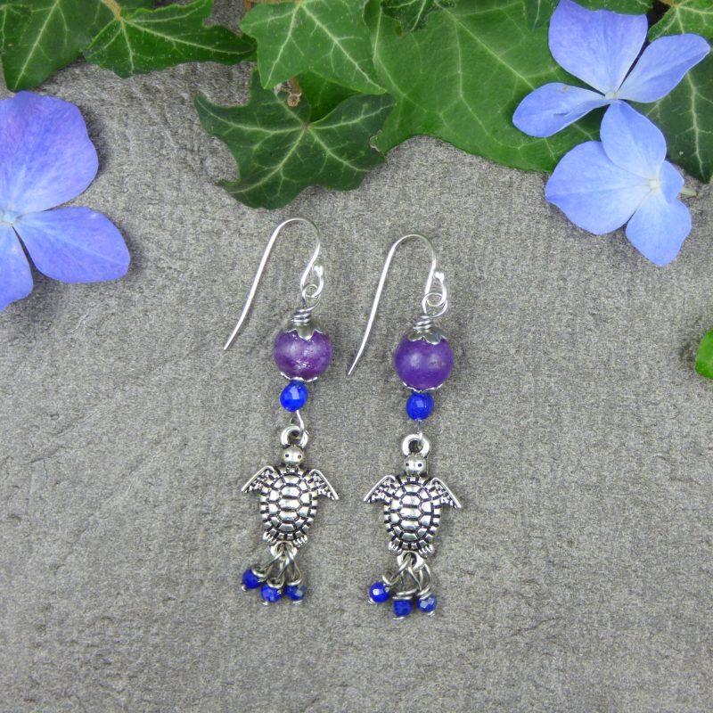 boucles d'oreilles avec des pierres et petites tortues