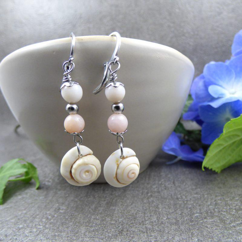 boucles d'oreilles avec des coquillages et pierres naturelles