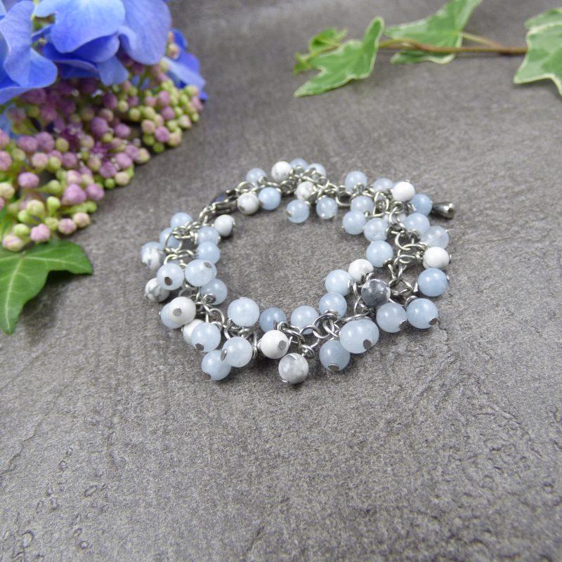 bijou artisanal avec des perles en pierres d'aigue marine